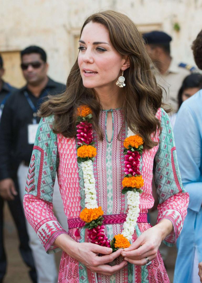 L'épouse du prince britannique colorée pour visiter le bidonville de Mumbai en avril 2016