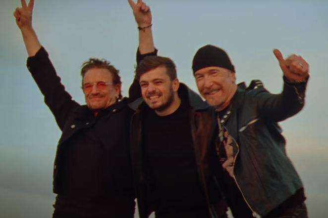 """Martin Garrix, Bono & The Edge réunis dans le clip vidéo de """"We Are The People"""", hymne officiel de l'Euro 2020"""