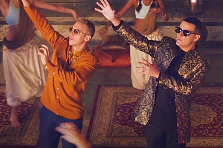 """Major Lazer et DJ Snake dans le clip vidéo """"Lean On"""""""