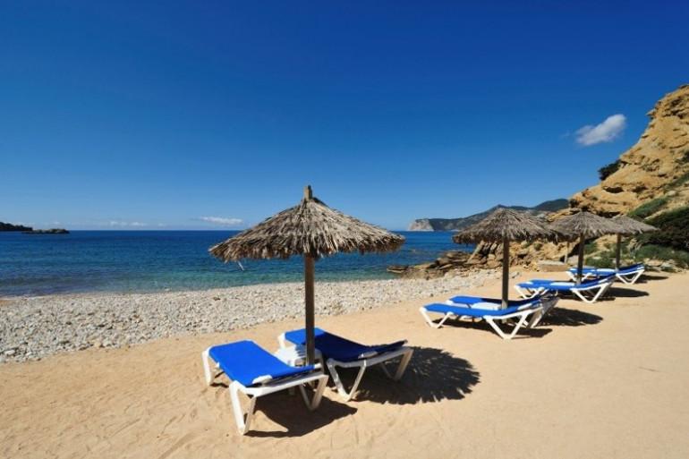 Une plage de rêve à Ibiza (illustration)