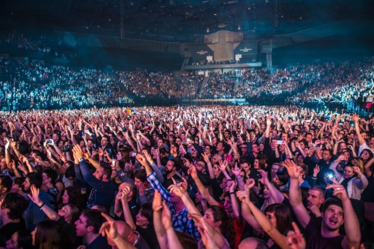 Une foule à un concert