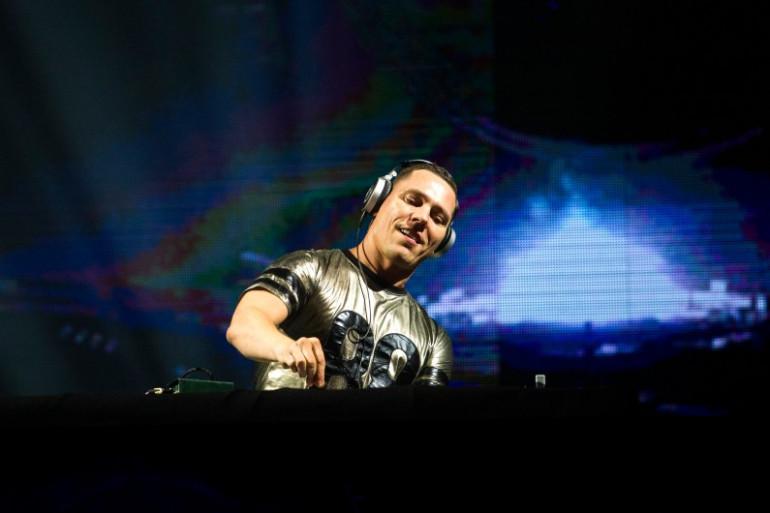 Malgré sa carrière énorme, Tiësto continue de faire la fête