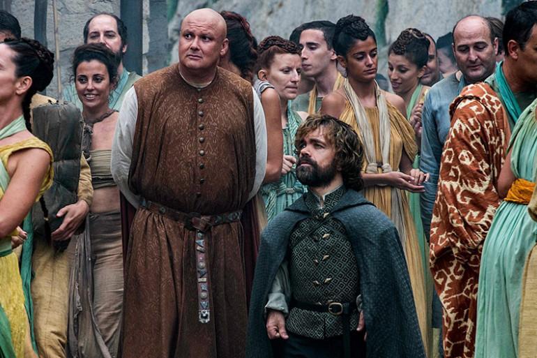 """Tyrion et Varys en pleine discussion dans la saison 6 de """"Game of Thrones"""""""