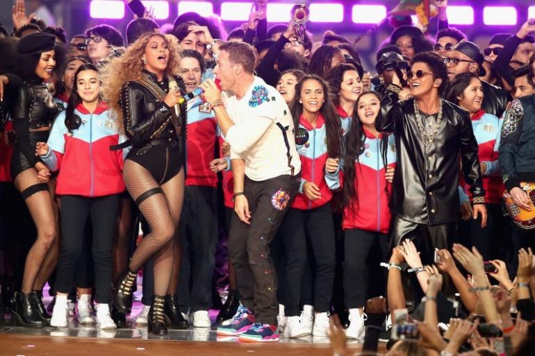 Beyoncé, Chris Martin et Bruno Mars sur la scène du Super Bowl