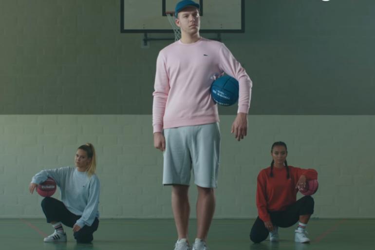 The Boy Next Door dans le clip La Colegiala
