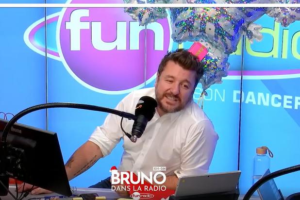 """L'équipe de """"Bruno dans la radio"""" s'échange des cadeaux"""