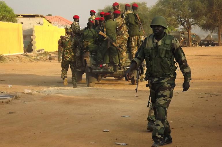 Des troupes de l'armée du Sud-Soudan patrouillent à Juba le 2 janvier 2014.