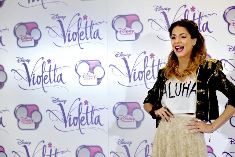 Martina Stoessel interprète Violetta dans la série du même nom, produite par Disney