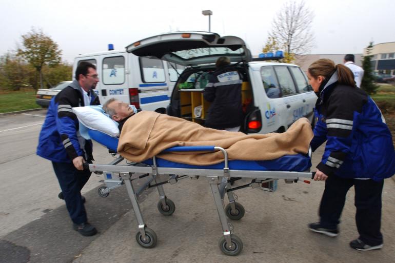 Un patient arrive aux urgences après avoir été victime d'un infarctus, à Lyon.