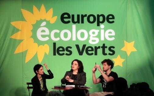 Emmanuelle Cosse, accompagnée de Julien Bayou et Sandrine Rousseau, lors des voeux à la presse, le 16 janvier 2014.