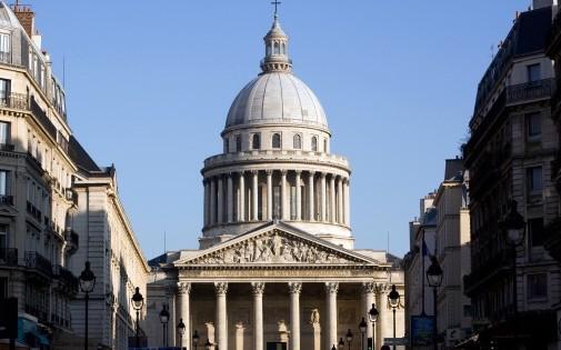 Le Panthéon, à Paris, contient les restes de grandes personnalités françaises.
