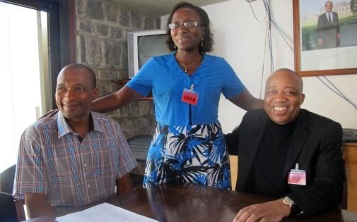 Le Français Michel Thierry Atangana, à gauche, libéré le 24 février est de retour vers la France