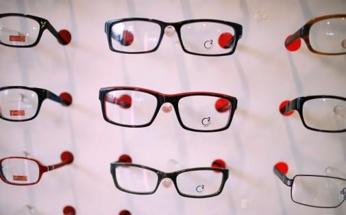 Des lunettes sur un présentoir, le 17 septembre 2013 à Clamart