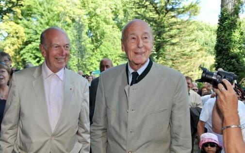 Valéry Giscard d'Estaing (à droite) accompagné de son frère Olivier, le 26 août 2012 à Chanceaux-pres-Loches