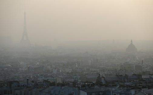 Le ciel de Paris, plus gris que jamais en ces jours de pic de pollution sur la capitale