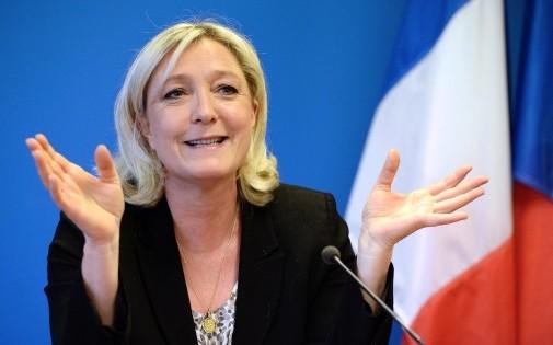 """Nanterre, le 25 mars 2014. Marine Le Pen estime qu'il manque un """"bilan"""" au Front national pour """"passer à un stade supérieur""""."""