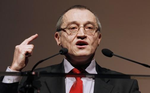 Paul-Marie Coûteaux, le 21 novembre 2010, participe au congrès de Debout la République, dirigé par Nicolas Dupont-Aignan