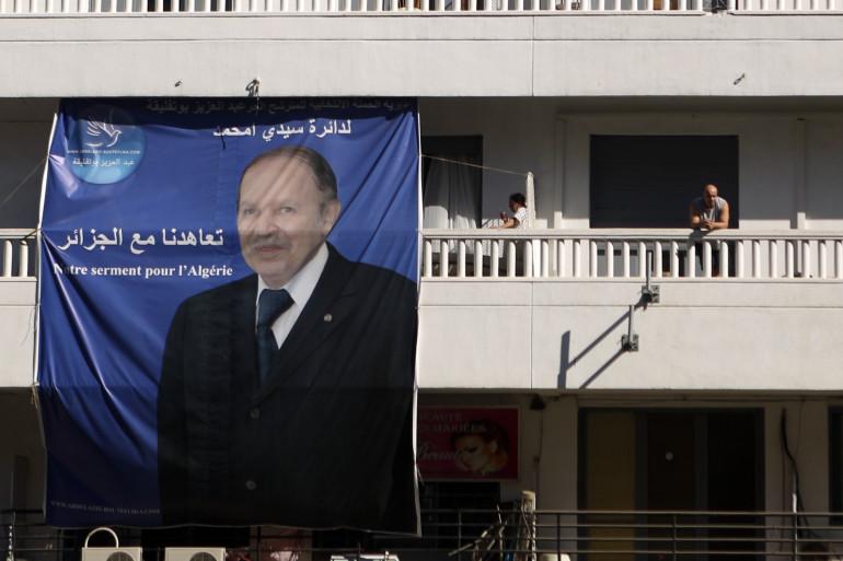 Une affiche de Bouteflika, président d'Algérie réélu pour un 4e mandat, à Alger, le 16 avril 2014.