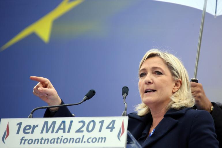 En campagne pour les européennes, Marine Le Pen a été chahutée sur un marché, dimanche 4 mai