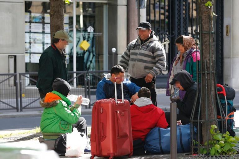 Une famille rom dans le VIe arrondissement de Paris le 15 avril 2014. (archives)