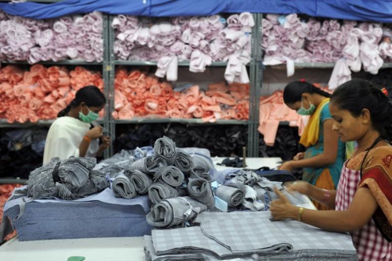 Des ouvrières dans une usine de textile à Bangalore (Inde) le 21 novembre 2012. (Photo d'illustration)
