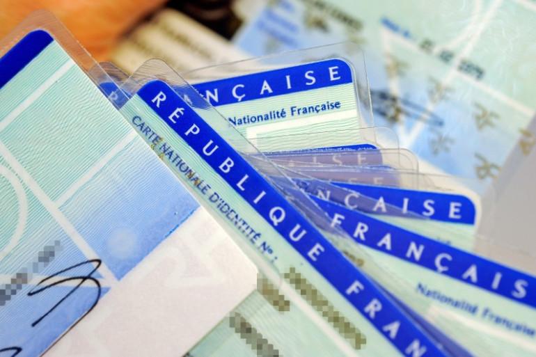 Des cartes d'identité françaises (photo d'illustration)