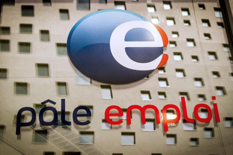 Le logo de Pôle emploi dans une agence de La Madeleine, près de Lille, le 26 mars 2014