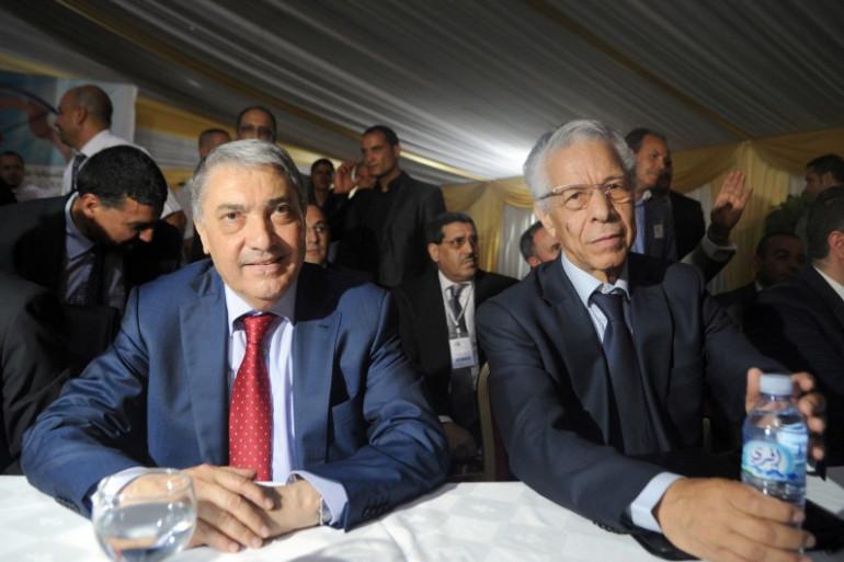 Les leaders de l'opposition Ali Benflis et Mouloud Hamrouche lors de la rencontre sur la transition démocratique tenue mardi 10 juin 2014 près d'Alger