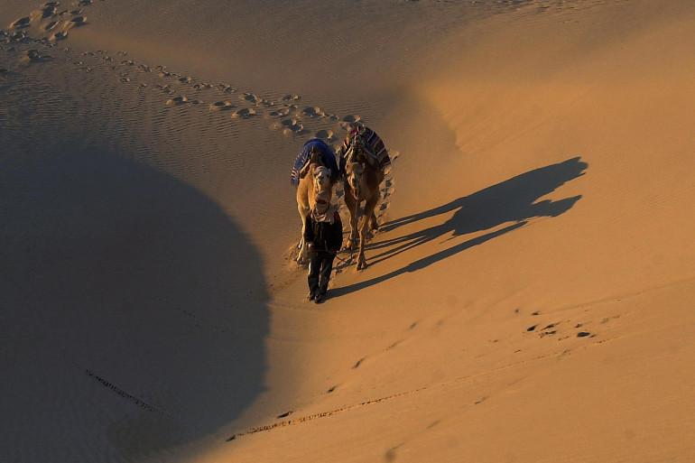 Le désert tunisien fait partie des lieux à visiter, lors de vacances dans le pays.