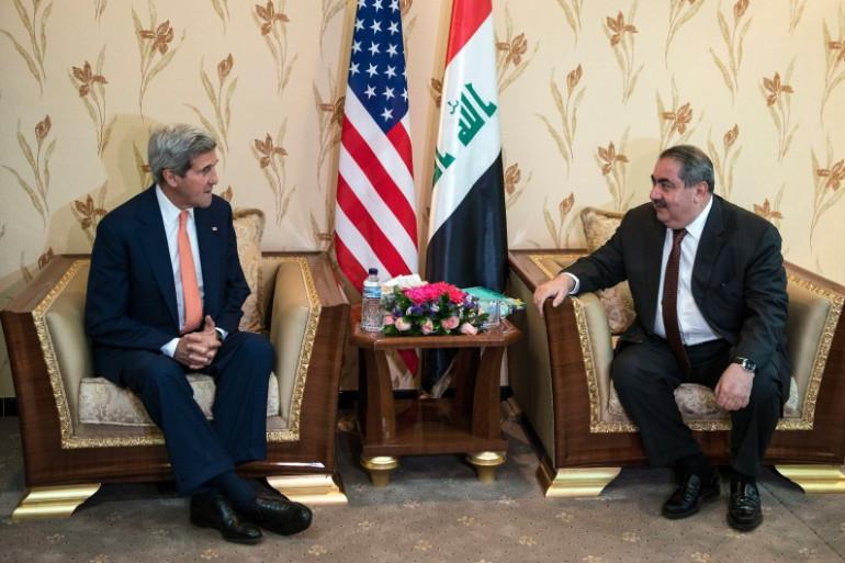 John Kerry en compagnie du ministre irakien des Affaires étrangères, Hoshyar Zebari, le 23 juin 2014 à Bagdad