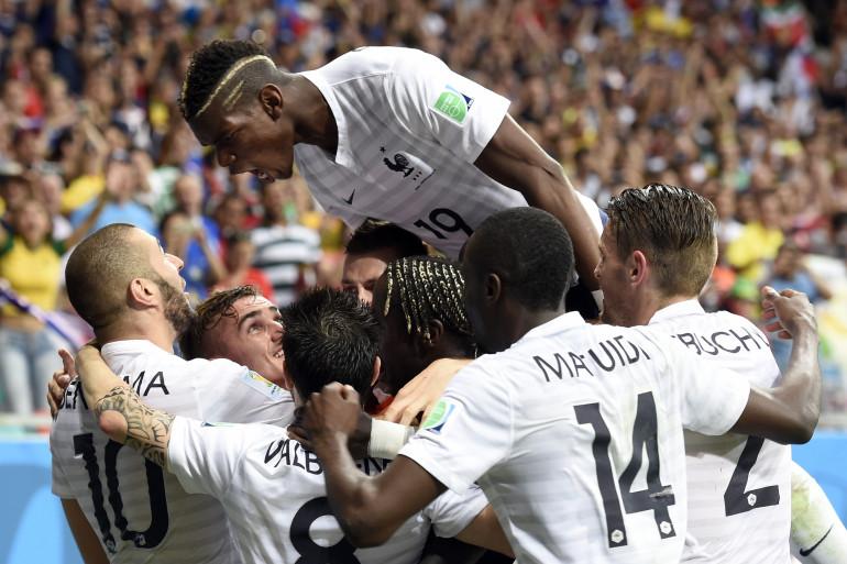 Scène de liesse chez les Bleus lors de la victoire contre la Suisse (5-2) le 20 juin 2014