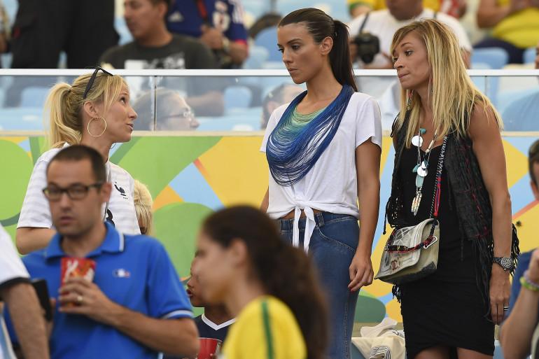 Sandra Evra, Ludivine Sagna et Fiona Cabaye lors de France-Allemagne, vendredi 4 juillet