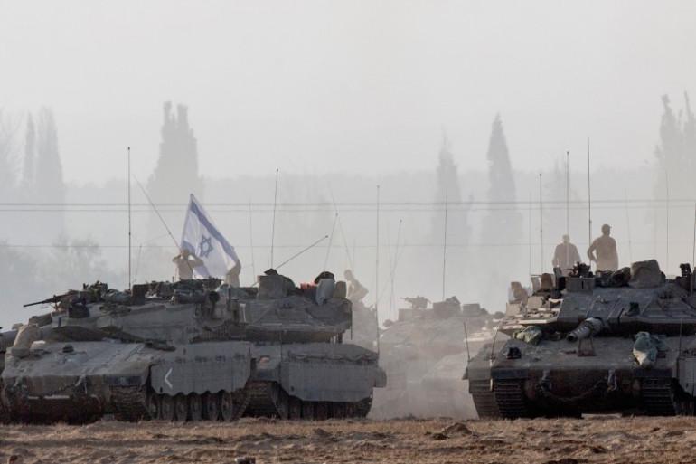 Des chars israéliens déployés à la frontière de la bande de Gaza, le 8 juillet 2014