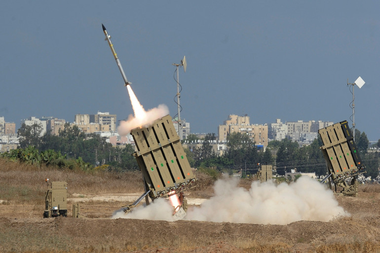 Un tir de missile par une batterie du Dôme de fer israélien à Ashdod, près de Gaza