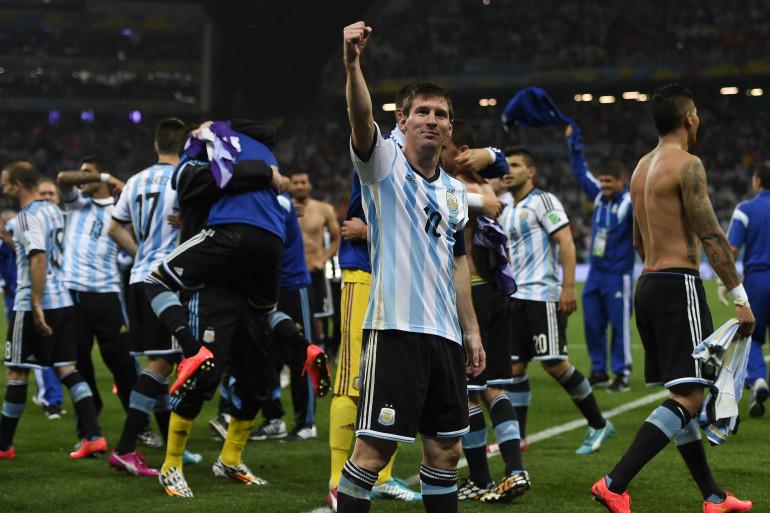 Lionel Messi et les Argentins après leur qualification pour la finale de la Coupe du monde, le 9 juillet 2014