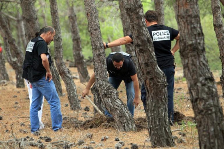 Des policiers au cours d'une recherche des corps de Marie-Josée et Allison Benitez en septembre 2013 près de Port-Leucate (archives).