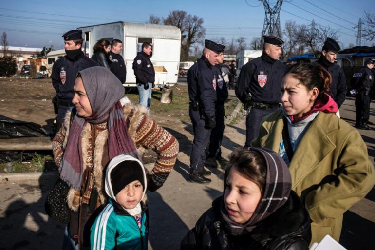 Des Roms lors de leur expulsion par la police à Lyon en mars 2014 (archives).