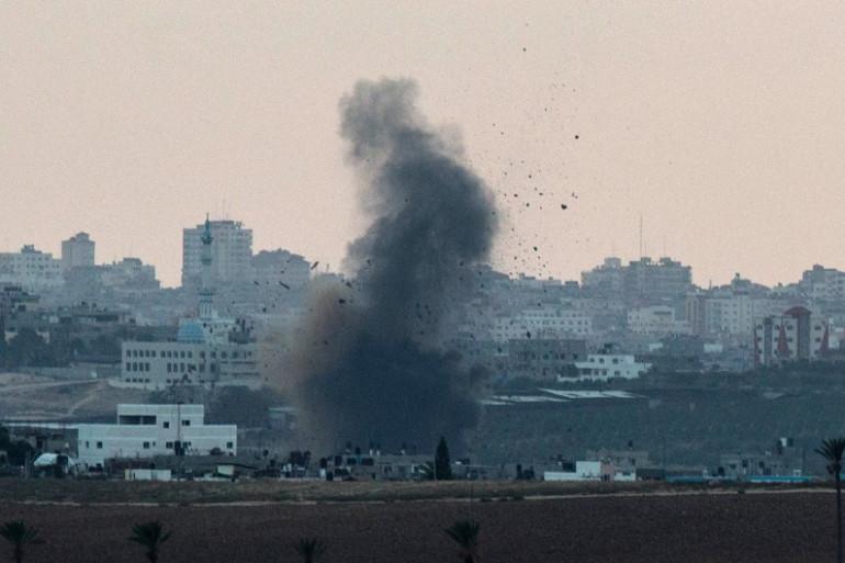 Vue de Sdérot en Israël, l'explosion d'un bâtiment dans la bande de Gaza, le mardi 15 juillet 2014.