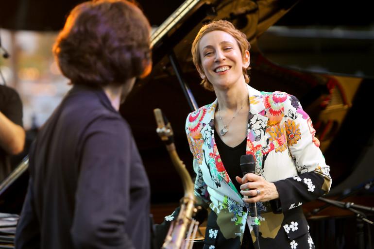 Jazz à Juan accueillait Stacey Kent le 15 juillet 2014 - crédits Office de Tourisme et des Congrés d'Antibes Juan-Les-Pins Gilles Lefrancq.