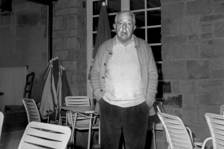 Une des dernières photos du poète et scénariste français Jacques Prévert datée de 1977 (Mise en ondes par Grégory Caranoni)