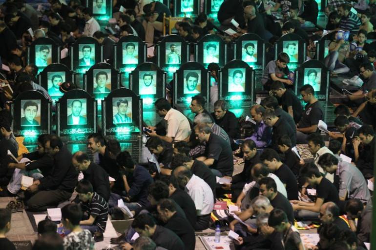Des iraniens prient à Téhéran en août 2012 (illustration).