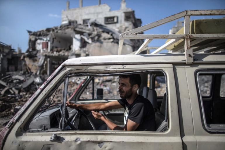 Un Palestinien dans le quartier de Chajaya, dans l'est de Gaza, le 27 juillet 2014.