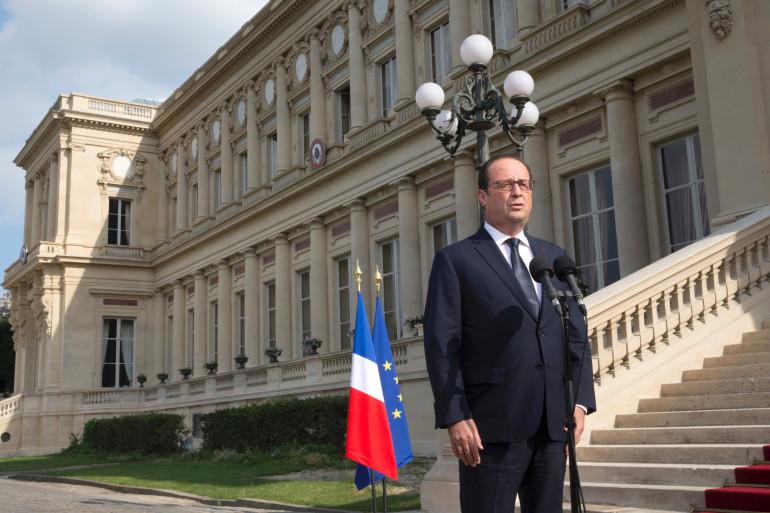 François Hollande a annoncé un hommage national de trois jours en mémoire des victimes françaises du crash de l'avion Air Algérie