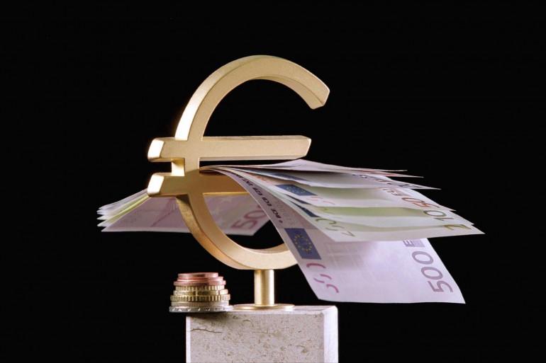 Le sigle € avec les différents billets