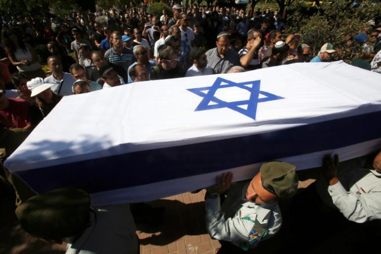Des soldats israéliens portent le cercueil d'un camarade, le 25 juillet 2014 à Rehovot (image d'illustration)