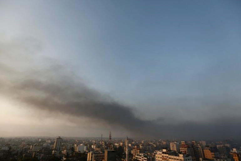 De la fumée se dégage de Gaza