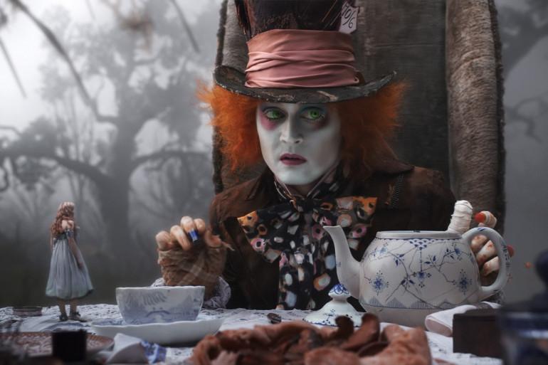 """Dans son """"Alice au pays des merveilles"""", Tim Burton offre le précieux rôle du chapelier fou à son acteur fétiche"""
