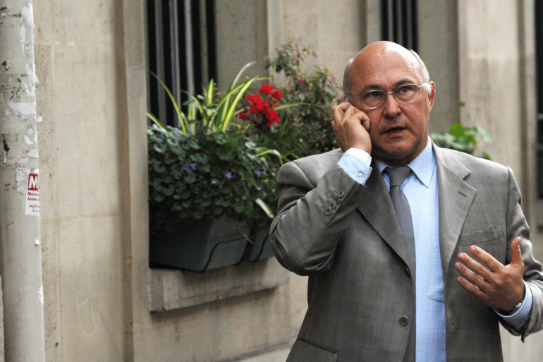 """Michel Sapin n'est pas un adepte des smartphones et des réseaux sociaux selon """"L'Opinion"""""""