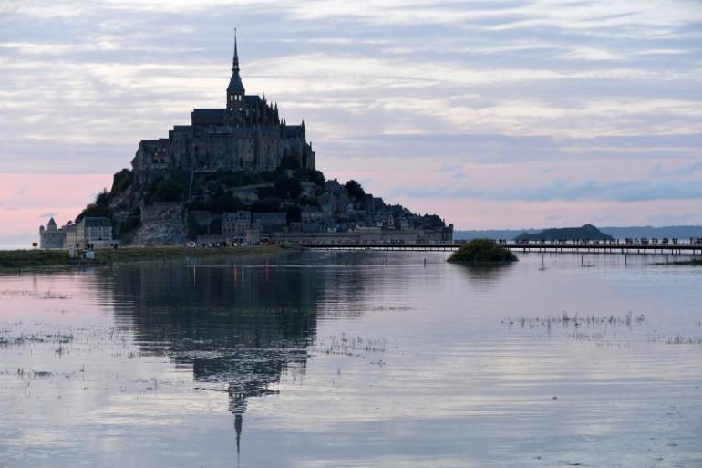 Le Mont-Saint-Michel à marée haute, le 12 août 2014.