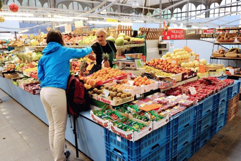 Un étal de fruits et légumes dans un marché lillois, le 18 août 2013 (archives)